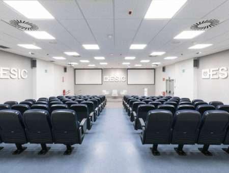 Escuela de Negocios, Salas de reuniones y salones