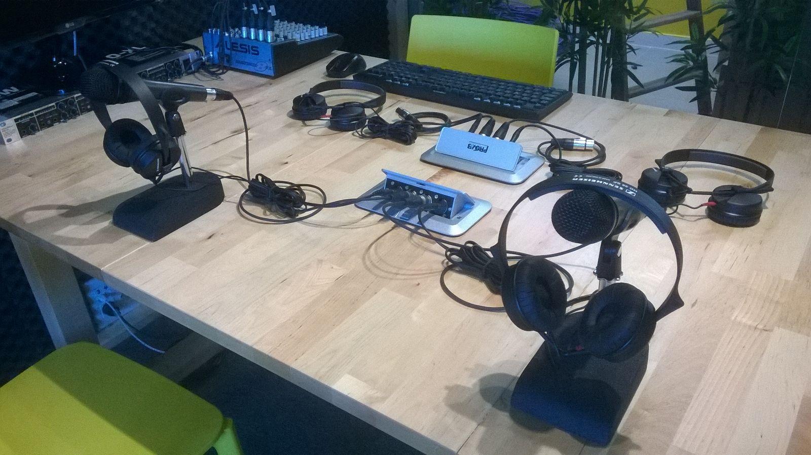 como-conectar-microfono-altavoz