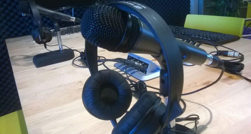 como-conectar-un-microfono-a-un-altavoz